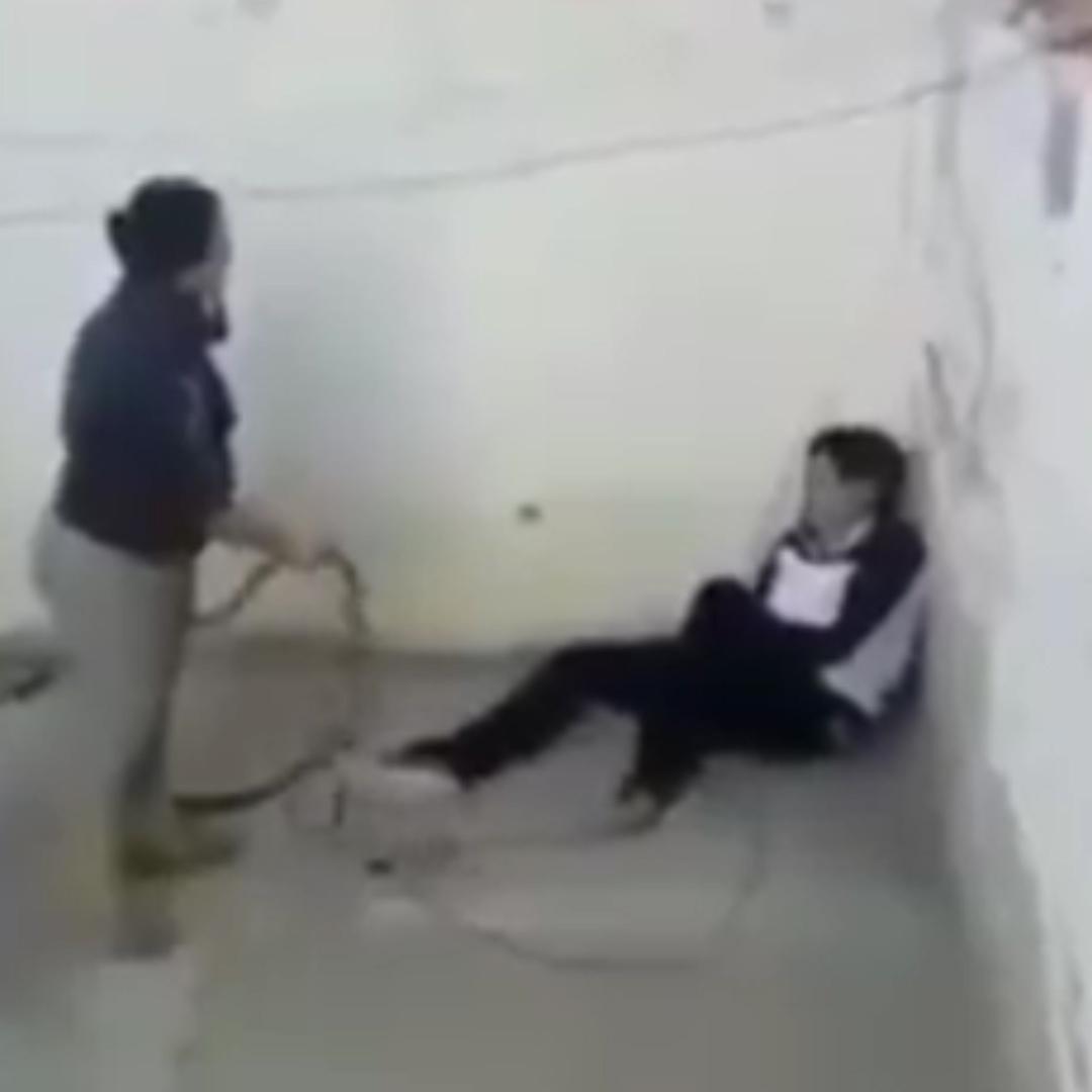 Abofetea A Su Madre Porn madre golpeó brutalmente a su hija de dos años hasta